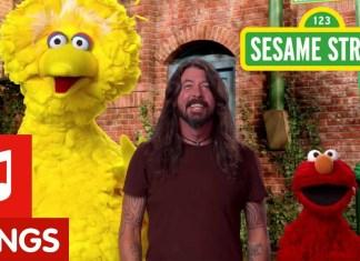 Dave Grohl, Wielki Ptak i Elmo podróżują po Ameryce