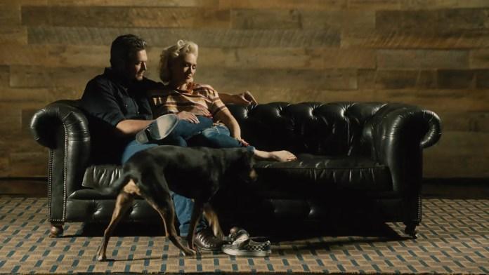Blake Shelton romantycznie z żoną Gwen Stefani. Zobaczcie to wideo!