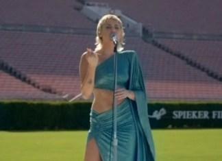 Miley Cyrus zaśpiewała na pustym stadionie! (WIDEO)