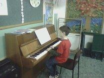 Lekcja fortepianu - przy instrumencie Dawid Potocki.