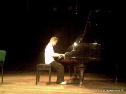 2005 rok - Daniel Marut na koncercie w Domu Kultury w Kolbuszowej.