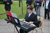 Występ uczniów NSM I st. w Sokołowie Małopolskim z okazji uroczystości 3-go Maja 11061227_833040220119395_545051644826046804_n