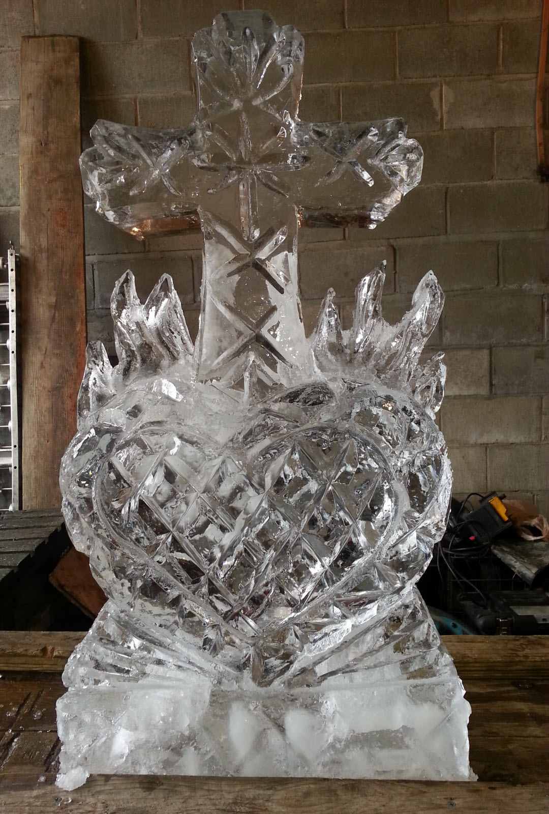 Muzzy Ice Service  Ice Sculptures  Ice Carvings for Weddings and Anniversaries