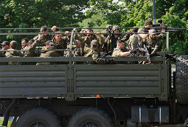 4 Donetsk Donbass Ukraine Kadyrovtsy gunmen terrorist Кто терроризирует Донецк?