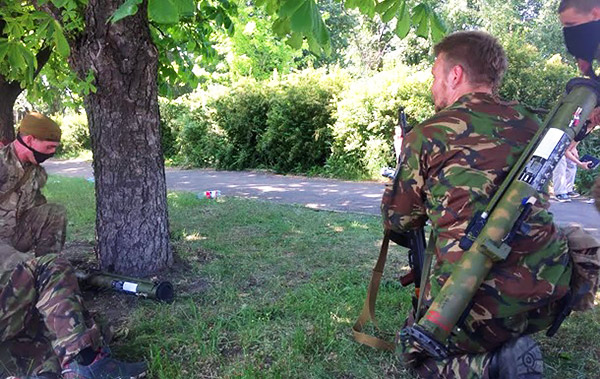 6 Donetsk Donbass Ukraine Kadyrovtsy gunmen terrorist Кто терроризирует Донецк?