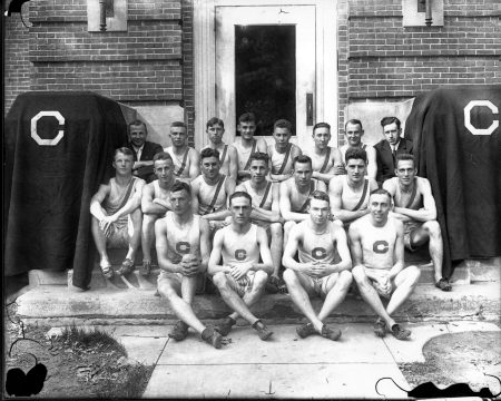 photo of Cornell College Track and Field Team