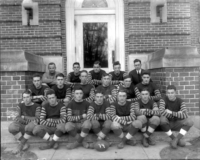 photo of Cornell Football Team-1914