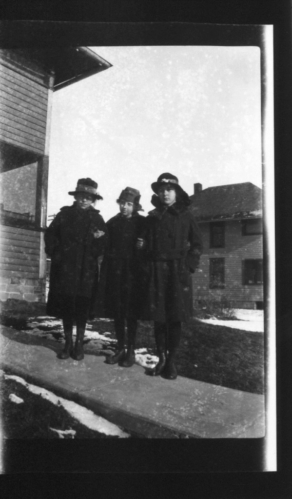 photo of Unidentified Women-1910