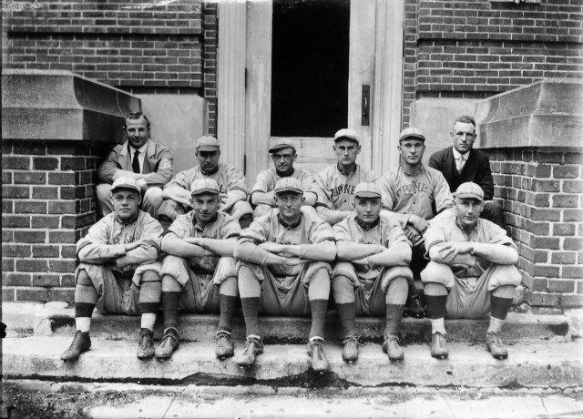 photo of Cornell College Baseball Team