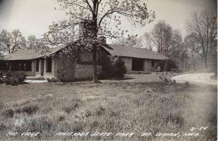 Photo of the Lodge in the Palisades postcard
