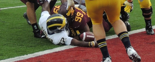 Michigna's Devin Gardner stretches for a touchdown against Minnesota - TCF Bank Stadium