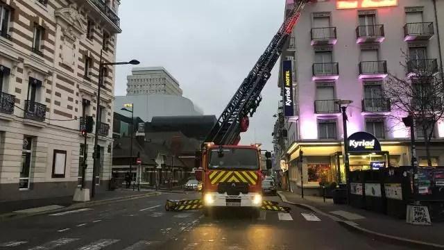 Rennes Une Femme Desesperee Sur Le Toit D Un Hotel Du
