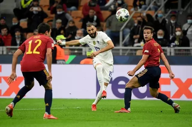 photo of a superb curling shot, benzema allowed the france team to equalize against spain.  © reuters