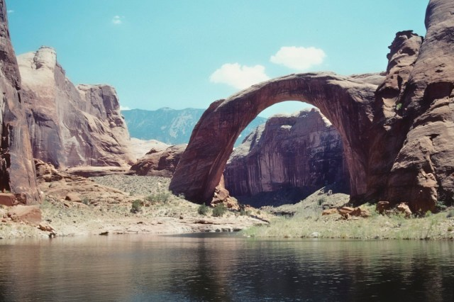 83.011     8-8-95     Lake Powell, UT-AZ., Rainbow Arch
