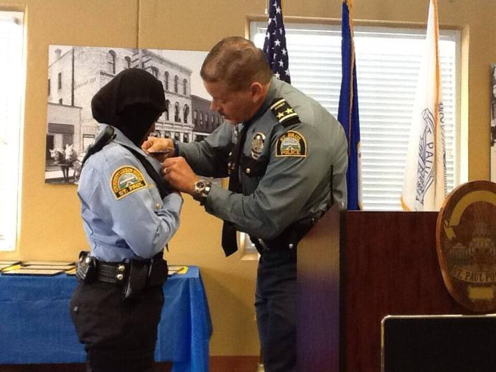 5b55f2532 Minnesota's first hijab wearing police woman: how cool is she? | Mvslim