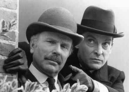 Holmes-and-Watson-sherlock-holmes-14711714-497-353