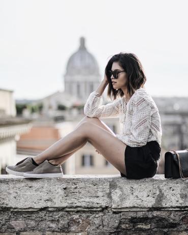 Adriana Gastélum bloguera de Fake Leather luciendo lentes Celine en Roma   LentesWorld
