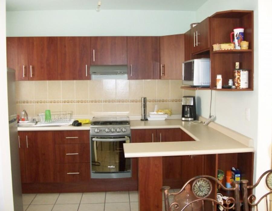 Foto Cocina Integral con Barra de Cocinas Y Closets Del