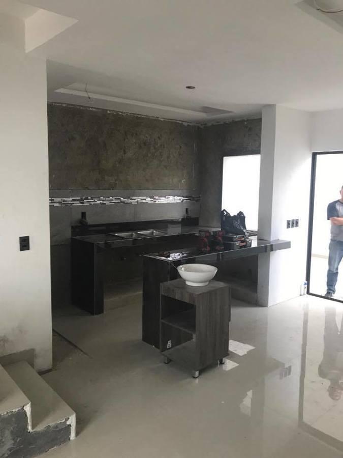 Foto Cocina Hecha con Barra de Concreto y Porcelanato de