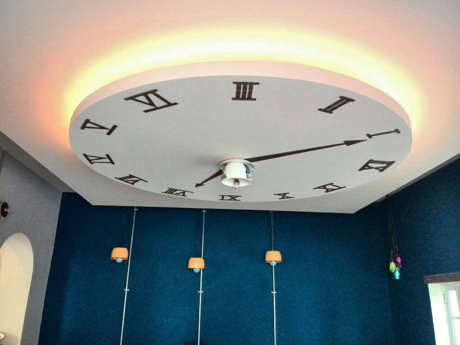 Foto Falso Plafn de Tablaroca con Diseo de un Reloj de