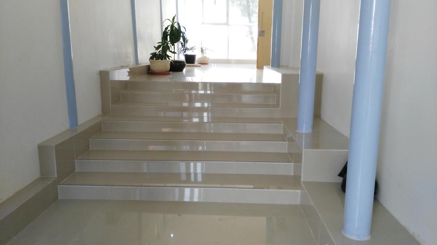 Foto Remodelacin de Escalera con Loseta de Porcelanite