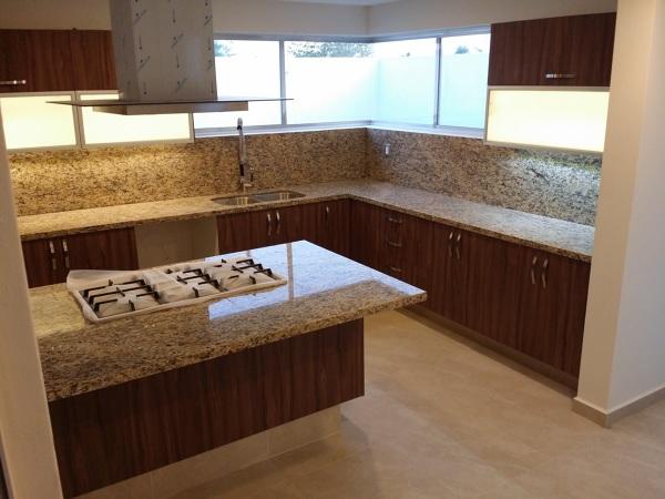 Foto Cocina con Isla con Cubiertas de Granito de Conlaf 186451  Habitissimo