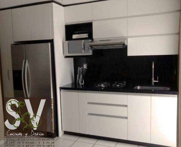 Foto Cocina Integral Blanco Alto Brillo con Cubierta de