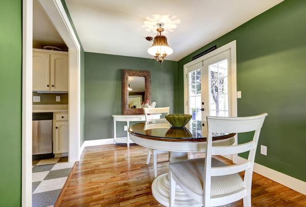 Foto Casa con Paredes Pintadas en Color Verde Kale