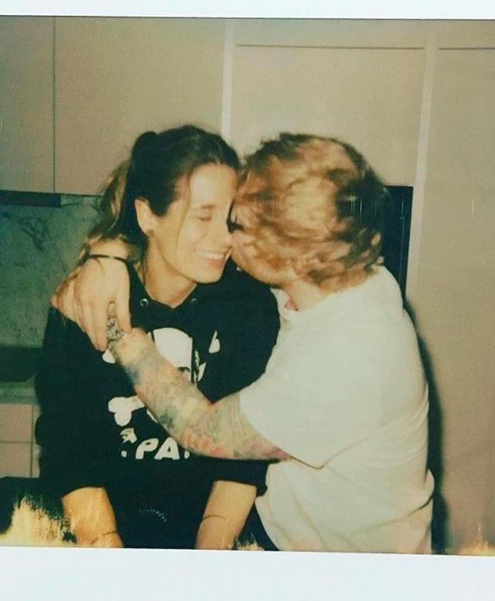 Ed Sheeran besa a su mujer en IG