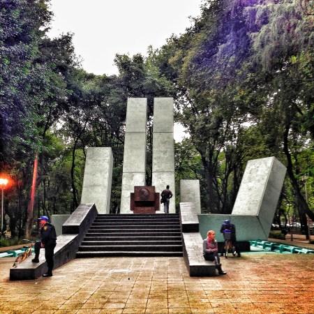 Mano Abierta, monumento conmemoración de la solidaridad que México tuvo con los refugiados Españoles por el conflicto de la Guerra Civil. Arquitecto: Francisco Azorín Izquierdo.