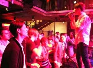 Vinnie Who med tilskuerne helt oppe i næsen - og med mange efterfølgende branche-roser.