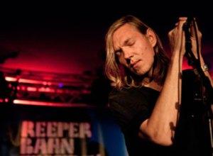 When Saints Go Machine under deres Reeperbahn-koncert - der var stuvende fuldt. Det er kendetegnende for den tyske interesse i dansk musik. (Foto: Sara Lindbæk)