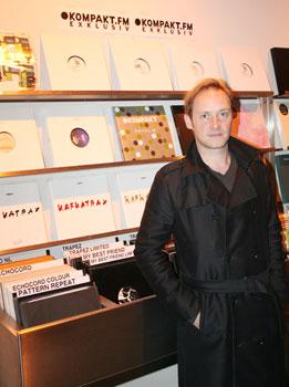 Michael Mayer: medstifter af banebrydende pladeselskab, og efterspurgt elektronisk musiker - også i Danmark.