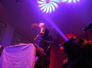 Sleep Party People - svævende klange og tågede steminger.