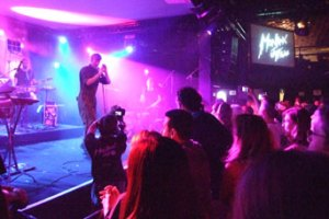 Asbjørn på scenen i Montreux- foran snurende 3D-kamera og masser af tilskuere..