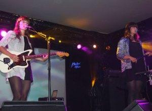Lisbet Fritzes guitarflader og Louise Foos sang fik tilhørerne til at lytte.