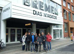 En del af den spanske delegation uden for Bremen: Som der står ved indgangen: Días Nórdicos er på programmet.
