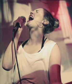 MØ har været flittig i 2013 - det bliver til omkring 100 koncerter. Og efter planen endnu flere næste år.