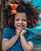 Prendre soin des cheveux des enfants métissés