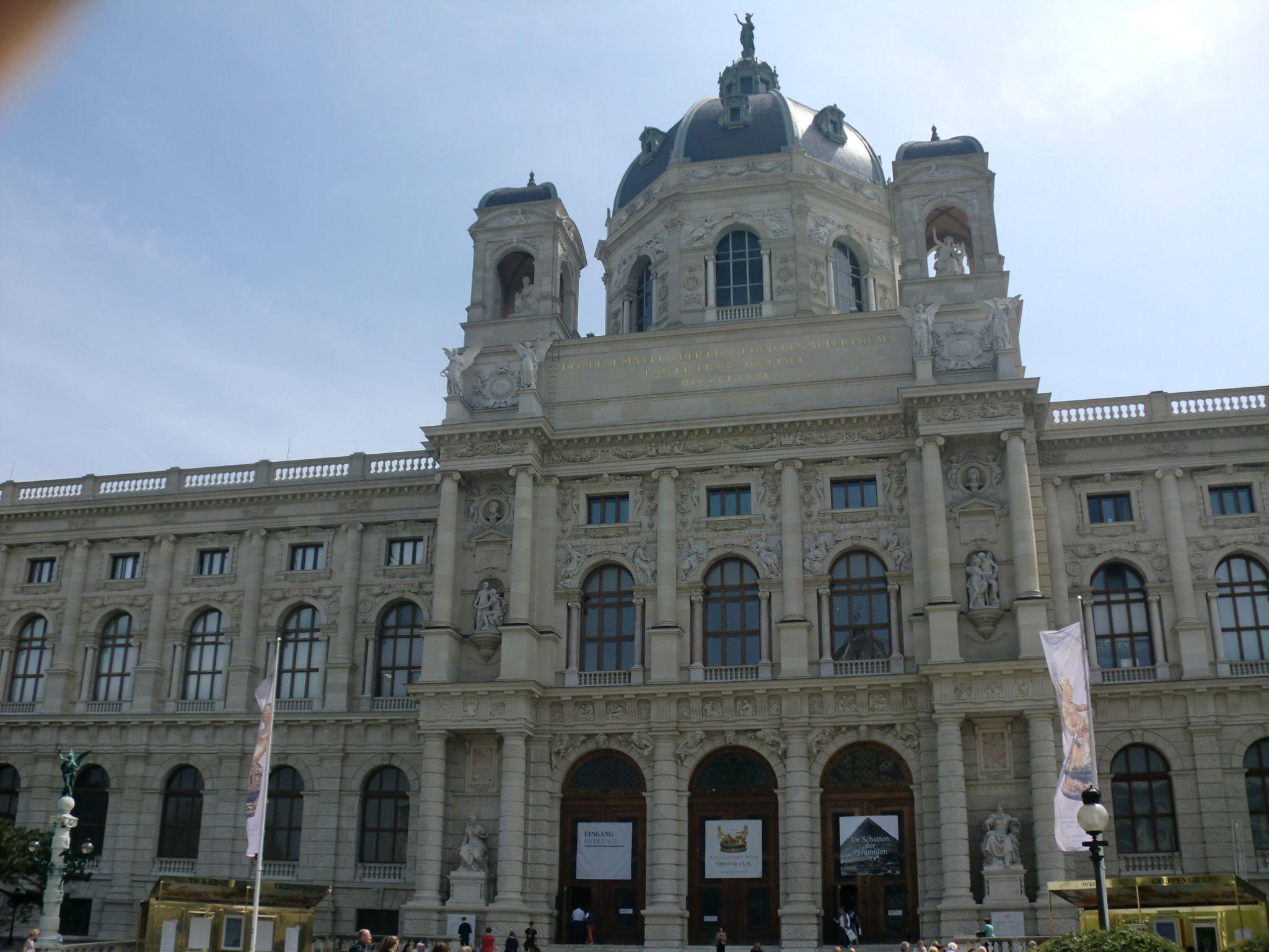 Vienna Hofburg 7 1440x1080 - Vienna: elegant beauty