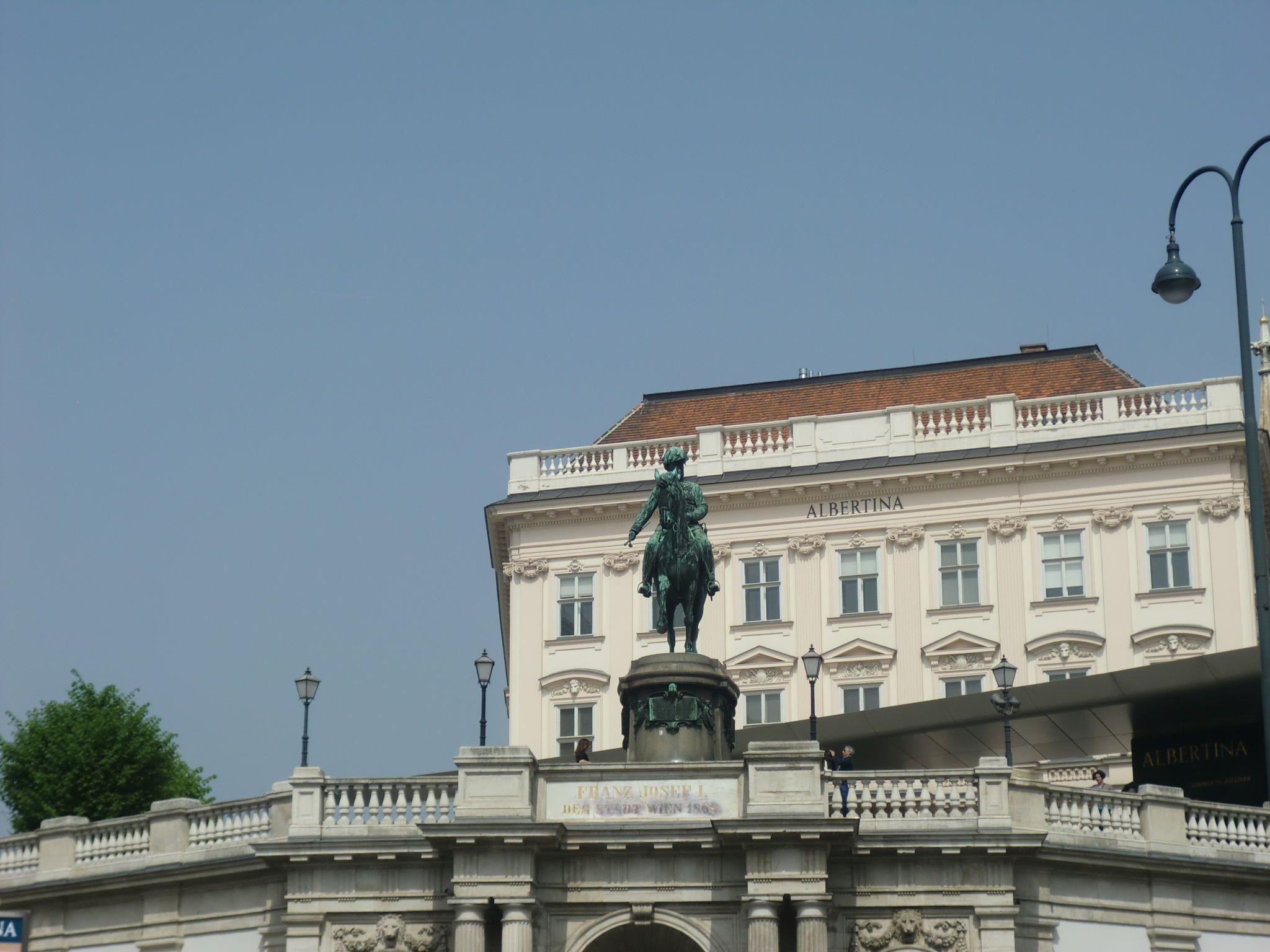 Vienna architecture 47 1440x1080 - Vienna: elegant beauty