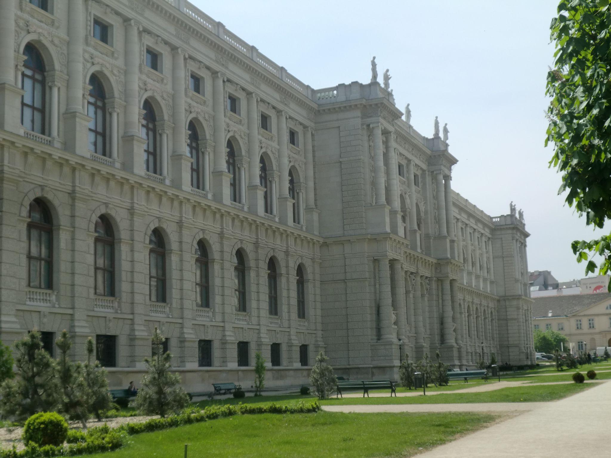 Vienna institutions 14 1440x1080 - Vienna: elegant beauty