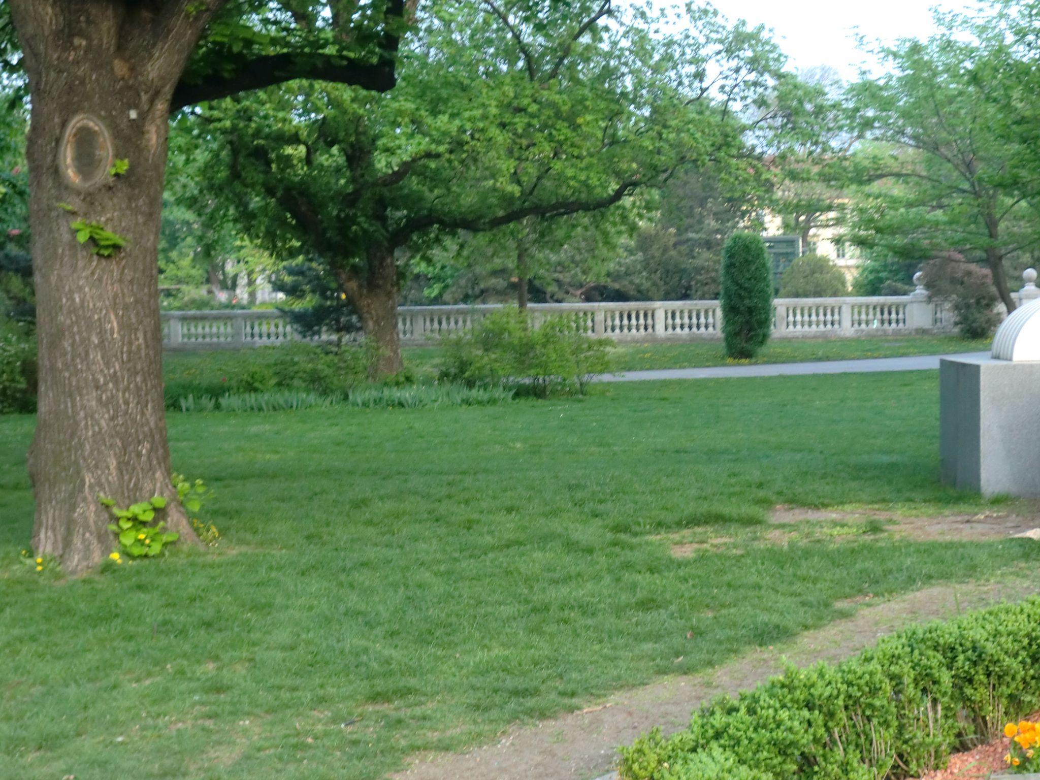 Vienna park 14 1440x1080 - Vienna: elegant beauty