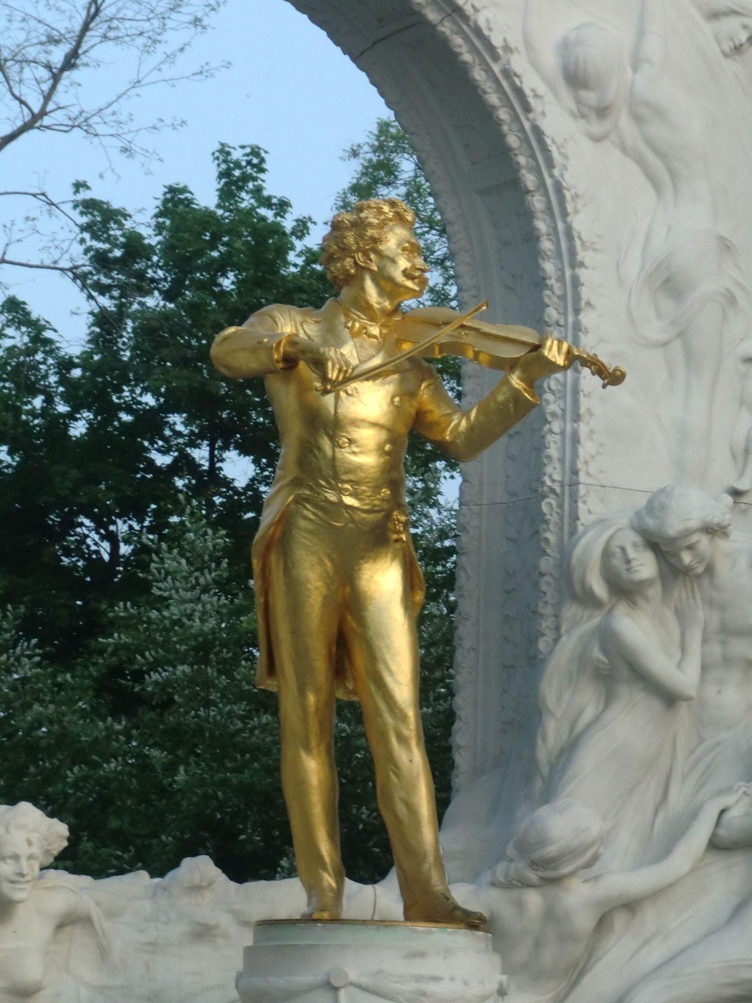 Vienna park 17 1440x1920 - Vienna: elegant beauty
