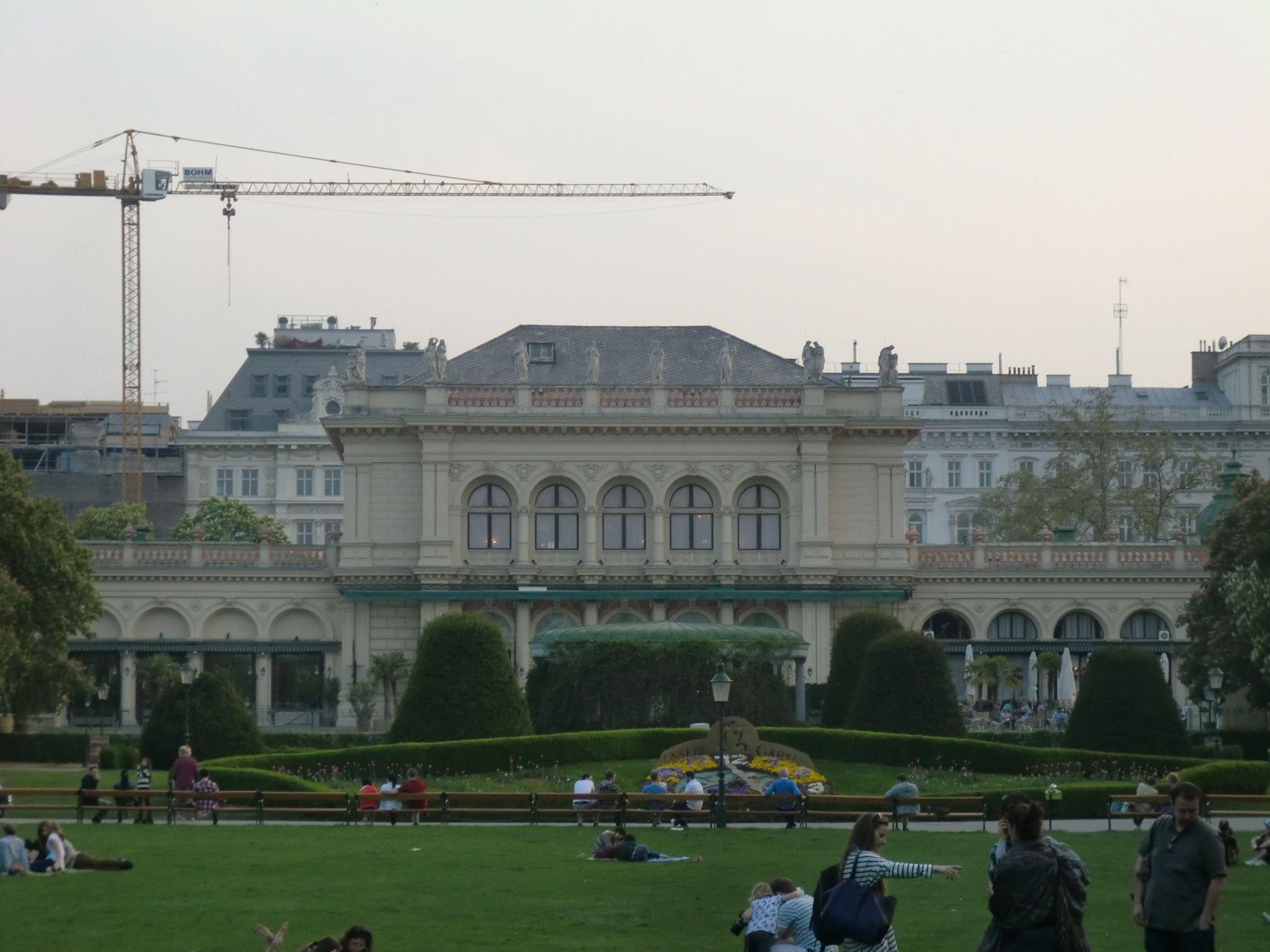 Vienna park 27 1440x1080 - Vienna: elegant beauty