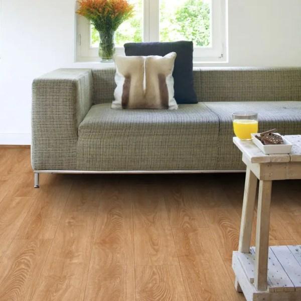 Wohnzimmer und Couch mit Project Floors Click Collection_PW4011