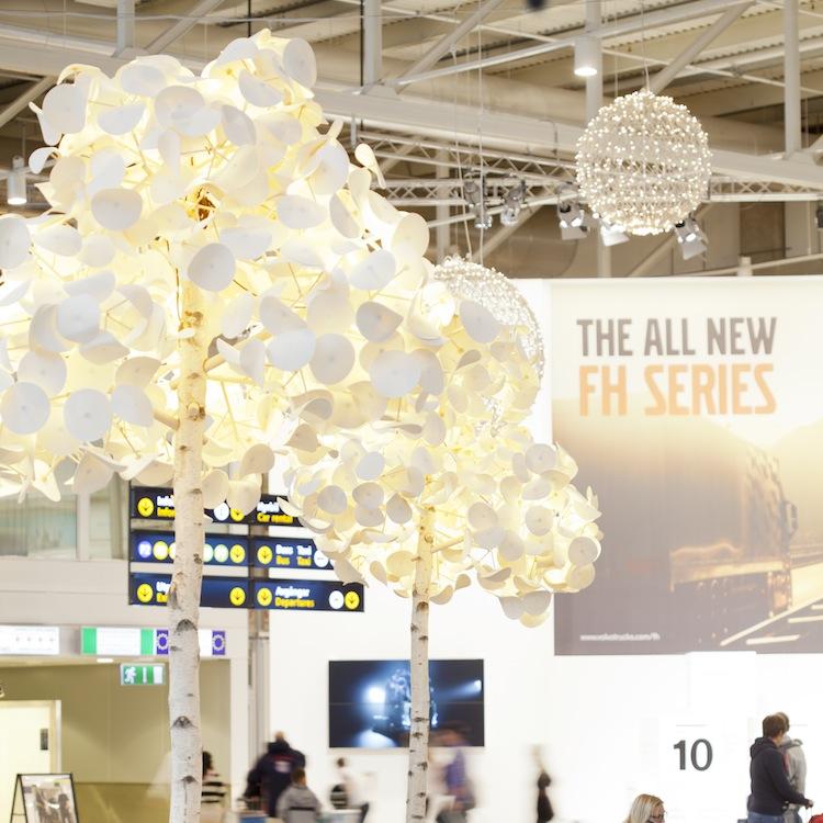 Un luminaire design en forme d'arbre