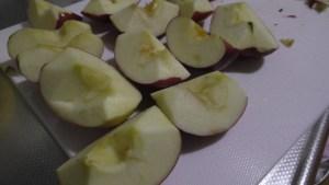 リンゴ皮を剥いた状態