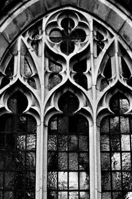 2019-01-20--US_NC_Tarboro_Calvary_Parish_B&W__Church_window_WM