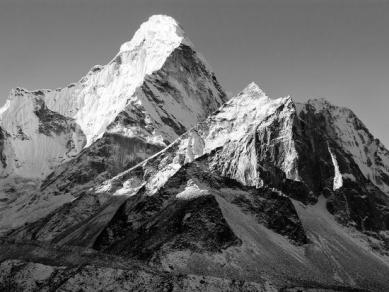 black-and-white-view-of-ama-dablam-way-to-everest-base-camp-nepal_u-l-q103gxi0